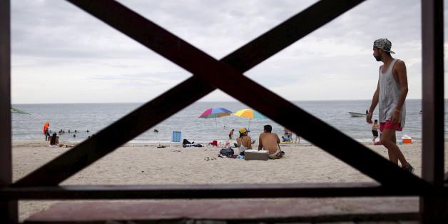 Eine Familie gerät in Florida durch eine Meeresströmung in Lebensgefahr.