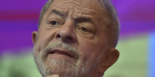 BRASILIA, BRAZIL - JUNE 01: Former President of Brazil Lula da Silva gestures during the 6th National Congress of the Labour Party at Sede Nacional do PT on June 01, 2017 in Brasilia, Brazil. (Photo by Ricardo Botelho/Brazil Photo Press/LatinContent/Getty Images)