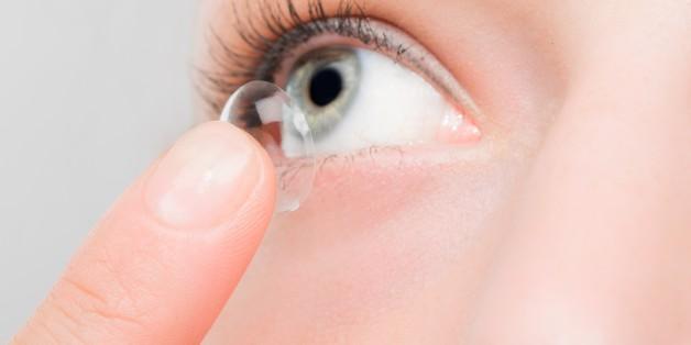 Eine Frau hat 27 Kontaktlinsen im Auge gehabt