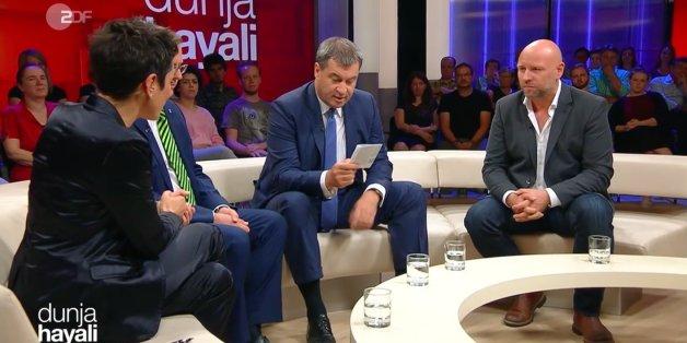 """""""Dunja Hayali"""": Linken-Politiker Ramelow streitet ein Extremismus-Problem seiner Partei ab - dann holt CSU-Mann Söder einen Zettel heraus"""