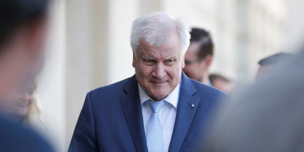 """""""Bundesregierung sollte Reisewarnung aussprechen"""": Bayern erntet Hohn für neues Gefährder-Gesetz"""