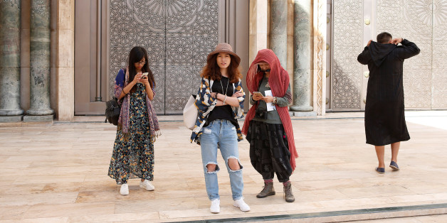 Chinese tourists visit the Hassan II Mosque in Casablanca, October 6, 2016.  REUTERS/Youssef Boudlal