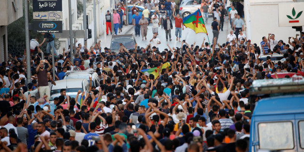 Protesters shout slogans during a demonstration against alleged corruption in the town of Al-Hoceima, Morocco July 20, 2017. REUTERS/Youssef Boudlal