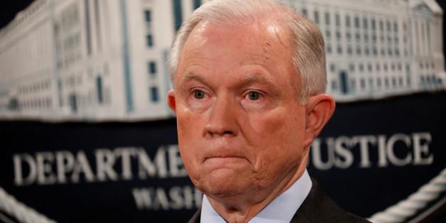 US-Justizminister Sessions soll in der Russland-Affäre gelogen haben - und bringt Präsident Trump jetzt in die Bredouille