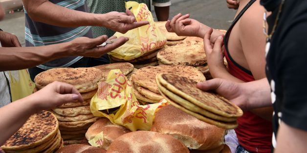 Algerians buy bread before the Iftar meal, which breaks the day long fast, in the capital Algiers on June 22, 2017, during the holy Muslim month of Ramadan. / AFP PHOTO / RYAD KRAMDI        (Photo credit should read RYAD KRAMDI/AFP/Getty Images)