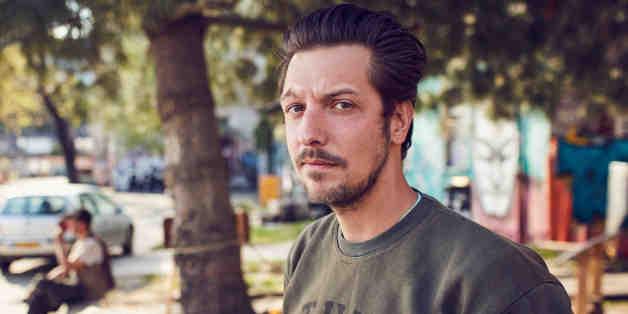 ProSieben-Moderator Thilo Mischke schmeißt sich vor laufender Kamera Drogen ein - das hätte er besser nicht getan
