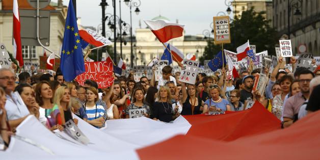 Demonstration gegen die umstrittenen Justizreformen der PiS-Regierung in Warschau
