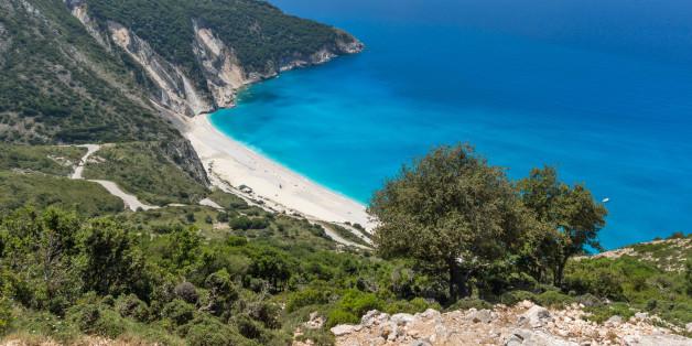 512ea95d12 9 συντάκτες γράφουν για την αγαπημένη τους ελληνική παραλία ...