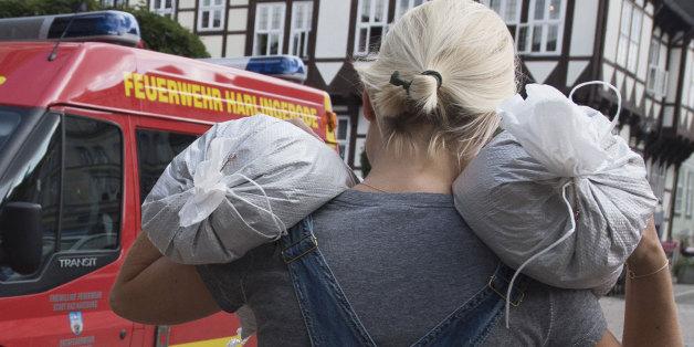 Feuerwehrfrau fast überfahren: Gaffer behindern Fluthelfer - jetzt greift Wolfenbüttel durch