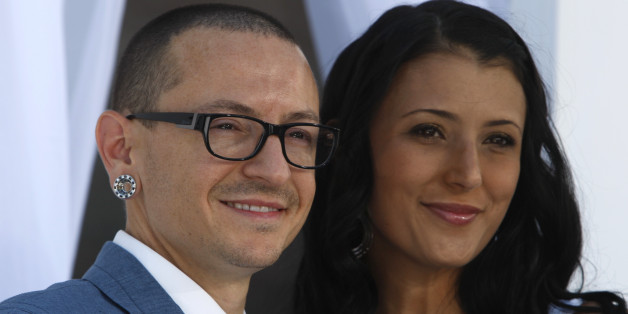 Chester Bennington of Linkin Park and wife Talinda arrive at the 2012 Billboard Music Awards in Las Vegas, Nevada, May 20, 2012.   REUTERS/Steve Marcus (UNITED STATES  - Tags: ENTERTAINMENT)      (BILLBOARD-ARRIVALS)