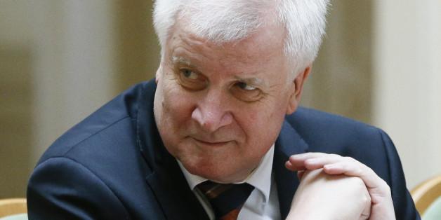CSU-Chef Horst Seehofer beweist Sinn für schwarzen Humor