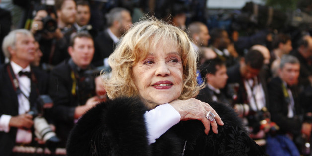 "French actress Jeanne Moreau arrives for the screening of the film ""Vicky Cristina Barcelona"" by U.S. director Woody Allen at the 61st Cannes Film Festival May 17, 2008.     REUTERS/Vincent Kessler  (FRANCE)"