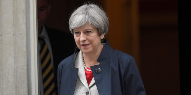 Premierministerin May verkündet das Ende der Reisefreiheit ab 2019 für EU-Bürger nach Großbritannien