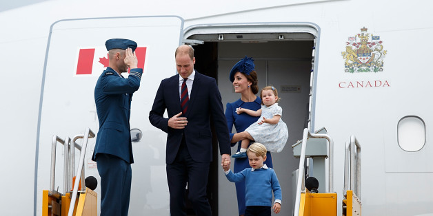 VICTORIA, BC - SEPTEMBER 24:  (L-R) Prince William, Duke of Cambridge, Prince George of Cambridge, Catherine, Duchess of Cambridge and Princess Charlotte of Cambridge arrive at 443 Maritime Helicopter Squadron on September 24, 2016 in Victoria, Canada.  (Photo by Andrew Chin/Getty Images)
