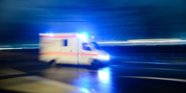 Tragischer Unfall in Bayern: Auto stürzt auf feiernde Jugendliche - eine 15-Jährige stirbt