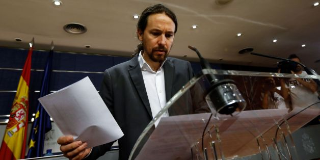 Leader of left wing party Podemos Pablo Iglesias checks a document during a press conference following a meeting with leader of Spanish Socialist Party (PSOE) Pedro Sanchez (L) and at the Congress of Deputies, Las Cortes, in Madrid on June 27, 2017. / AFP PHOTO / OSCAR DEL POZO        (Photo credit should read OSCAR DEL POZO/AFP/Getty Images)