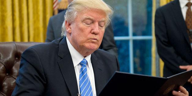 """""""Das Propaganda-Dokument"""": Mitarbeiter legen Trump zweimal täglich positive Nachrichten über ihn vor"""