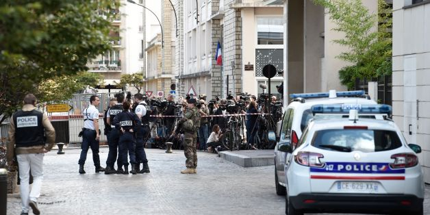 Journalists (back) gather behind a cordon as police work at the site where a car slammed into soldiers in Levallois-Perret, outside Paris, on August 9, 2017.French police launched a manhunt on August 9 after a car rammed into soldiers near their barracks outside Paris, injuring six people, two of them seriously. The incident took place at about 8:00 am (0600 GMT) outside a military barracks in the northwestern Paris suburb of Levallois-Perret. / AFP PHOTO / STEPHANE DE SAKUTIN        (Photo cred