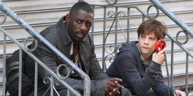 """Nur der Revolvermann (<a href=""""http://www.isnottv.com/cast/0252961"""" target=""""_blank"""">Idris Elba</a>) und sein junger Begleiter Jake (<a href=""""http://www.isnottv.com/cast/6999211"""" target=""""_blank"""">Tom Taylor</a>) können den Zusammenbruch der Welten aufhalten. """"<a href=""""http://www.isnottv.com/movie/the-dark-tower-2017"""" target=""""_blank"""">Der dunkle Turm</a>"""" ist neu im Kino"""