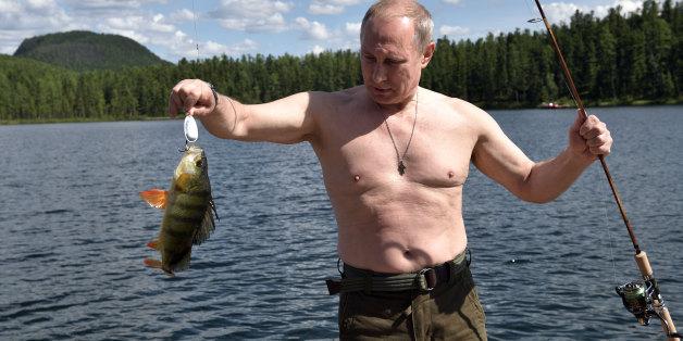 Putin fischt in Sibirien - ohne Schwimmweste!