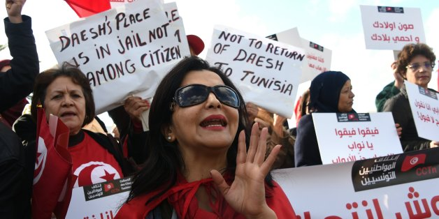 Tunisian women shout slogans during a demonstration outside parliament against allowing Tunisians who joined the ranks of jihadist groups to return to the country, in the capital Tunis on December 24, 2016.  / AFP / FETHI BELAID        (Photo credit should read FETHI BELAID/AFP/Getty Images)