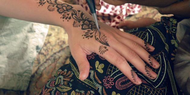 Hautärzte warnen schon länger vor der schwarzen Henna-Paste (Symbolbild).