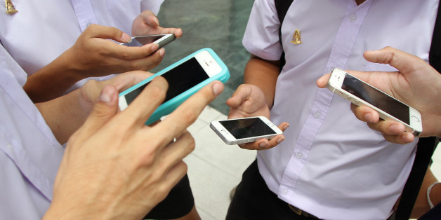 BANGKOK, THAILAND - 2016/08/08: Thai teens play Pokémon GO at the Paragon shopping center. Thailand game Pokémon GO catch Pokémon came a bustle at Park Paragon tightly packed area. This is one of the most common types of Pokémon to catch all day. (Photo by Vichan Poti/Pacific Press/LightRocket via Getty Images)