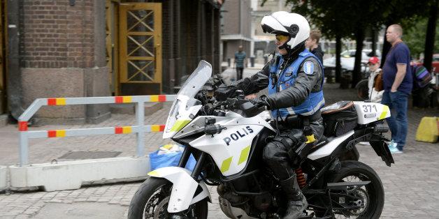 La police finlandaise patrouille les rues après une attaque au couteau à Turku, 18 août 2017