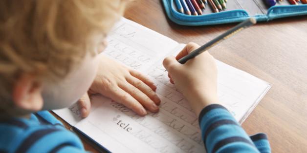 """Die Lehrmethode """"Schreiben nach Gehör"""" soll Schüler motivieren - doch später haben die Schüler es schwerer, die richtige Rechtschreibung zu erlernen."""