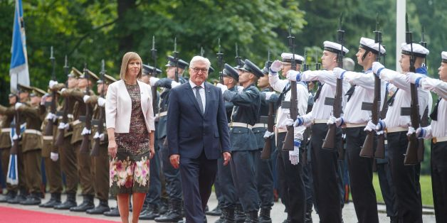 German President Frank-Walter Steinmeier (R) and his Estonian counterpart Kersti Kaljulaid review an honour guard in Tallinn on August 22, 2017 as the Baltic eurozone state holds the EU's rotating presidency. / AFP PHOTO / Raul Mee        (Photo credit should read RAUL MEE/AFP/Getty Images)