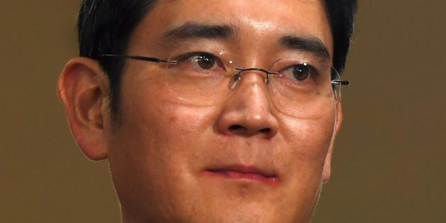 Lee Jae-Yong, vice chairman of Samsung Electronics, arrives for questioning at the office of a special prosecutor investigating a corruption scandal in Seoul on February 22, 2017.Lee was arrested last week over his alleged involvement in a massive corruption scandal that has led to President Park Geun-Hye's impeachment. / AFP / JUNG Yeon-Je        (Photo credit should read JUNG YEON-JE/AFP/Getty Images)
