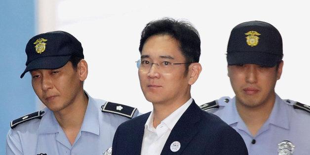 Lee Jae-yong, l'héritier du groupe Samsung à son arrivée à un tribunal à Séoul pour entendre le verdict du scandale de pots-de-vin, le 25 août 2017