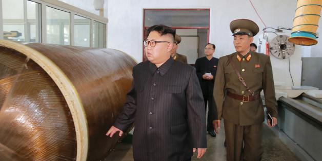 Diktator Kim Jong-un inspiziert das Raketenprogramm