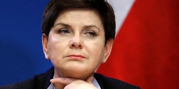 Polens Premierministerin greift Frankreichs Präsident in einem beispiellosen Tweet an