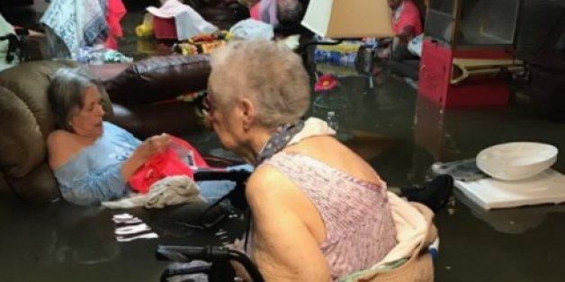 Ein Foto zeigt, wie Donald Trump bei der aktuellen Hurrikan-Katastrophe versagt hat