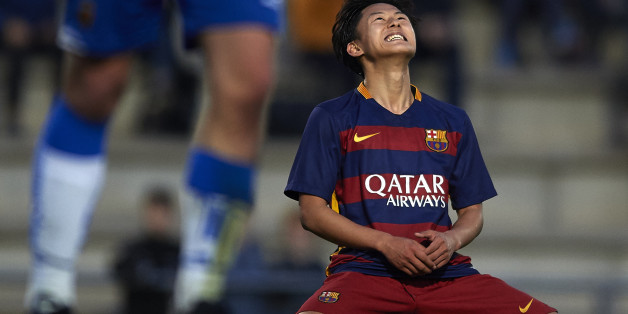 BARCELONA, SPAIN - JANUARY 31:  Seung Woo Lee of Barcelona reacts during the match between FC Barcelona U18 and Real Zaragoza U18 at Ciutat Esportiva Joan Gamper on January 31, 2016 in Barcelona, Spain.  (Photo by Manuel Queimadelos Alonso/Getty Images)