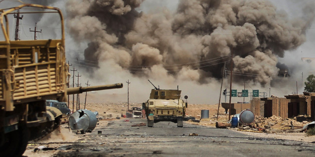 TOPSHOT - Smoke billows as Iraqi forces advance towards Al-Ayadieh village, the last remaining active front line near Tal Afar, during an operation to retake the city from the Islamic State (IS) group on August 29, 2017. / AFP PHOTO / AHMAD AL-RUBAYE        (Photo credit should read AHMAD AL-RUBAYE/AFP/Getty Images)