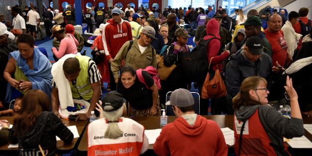 Warum US-Medien angesichts der Naturkatastrophe in Texas vehement vor Spenden an das Rote Kreuz warnen
