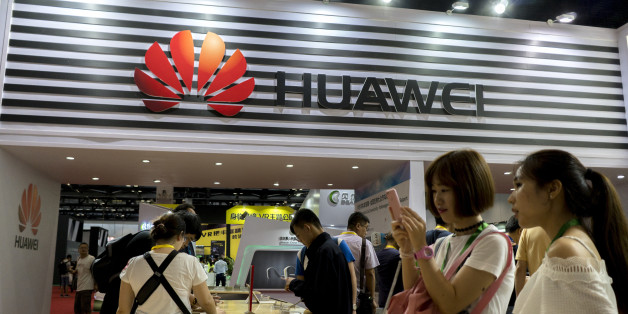 BEIJING, CHINA - 2017/07/08: Customers are trying the new Huawei smart phones. Huaweis shipment for Q2 is expected to decline compared to 32 million units shipped the same period in 2016 and has lowered its target for this year.  Currently, Huawei still ranks the No.1 position in China and No.3 in global market. (Photo by Zhang Peng/LightRocket via Getty Images)