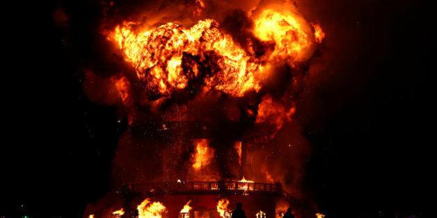 L'effigie du festival Burning Man, durant le traditionnel feu auquel 7000 participants assistent, dans le désert de Black Rock (Nevada)
