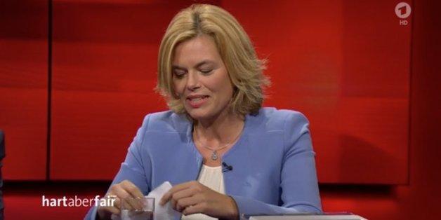 """CDU-Vize Klöckner packt bei """"Hart aber fair"""" das SPD-Wahlprogramm aus, um Schulz zu attackieren - doch sie verzettelt sich"""