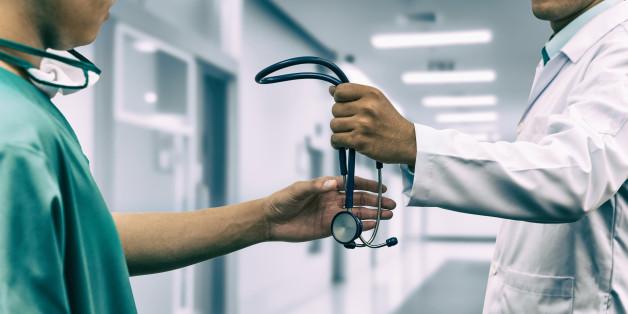 Αποτέλεσμα εικόνας για πόλεμος μεταξύ ιατρών