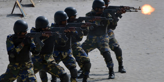 TOPSHOT - Pakistani Naval soldiers take part in celebrations to mark Defence Day at Clifton beach in Karachi on September 6, 2017. Pakistan on September 6 celebrated the 52nd anniversary of its second war with arch-rival India weeks after the two nuclear powers faced off in some of their deadliest skirmishes in over a decade. / AFP PHOTO / RIZWAN TABASSUM        (Photo credit should read RIZWAN TABASSUM/AFP/Getty Images)