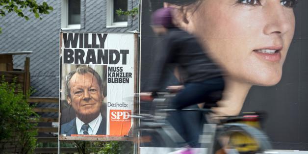 """""""Willy Brandt muss Kanzler blieben"""" - ein etwas veraltetes Plakat ist in Leverkusen aufgetaucht"""