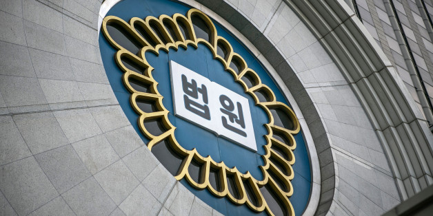 A sign reading 'Court' in Korean is displayed at the Seoul Central District Court building in Seoul, South Korea, on Monday, Aug. 7, 2017. Jay Y. Lee, vice chairman ofSamsung Electronics Co., last week rejected allegations that he paid bribes to a friend of South Koreas former president to secure support for a key merger. Photographer: Jean Chung/Bloomberg via Getty Images