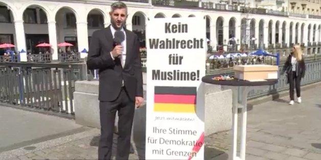 Michel Abdollahi warb satirisch dafür, Muslimen das Wahlrecht zu verbieten