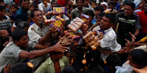 Rohingya refugees jostle to receive food distributed by local organizations in Kutupalong, Bangladesh, September 9, 2017. REUTERS/Danish Siddiqui