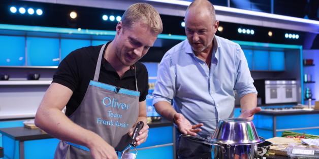 """Oliver Pocher mit Frank Rosin bei """"Promis am Löffel"""" - Credit: Sat1 - Benedikt Müller"""