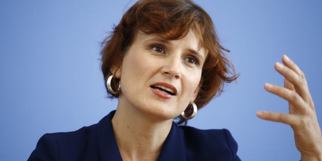 """""""Täglich fünf Übergriffe gegen Geflüchtete"""": Katja Kipping fordert Bleiberecht für Opfer rassistischer Gewalt"""