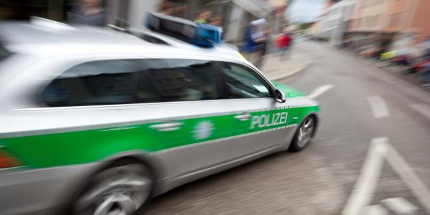 Frau macht sich Sorgen um Nachbarin - dann hört die Polizei leise Hilferufe